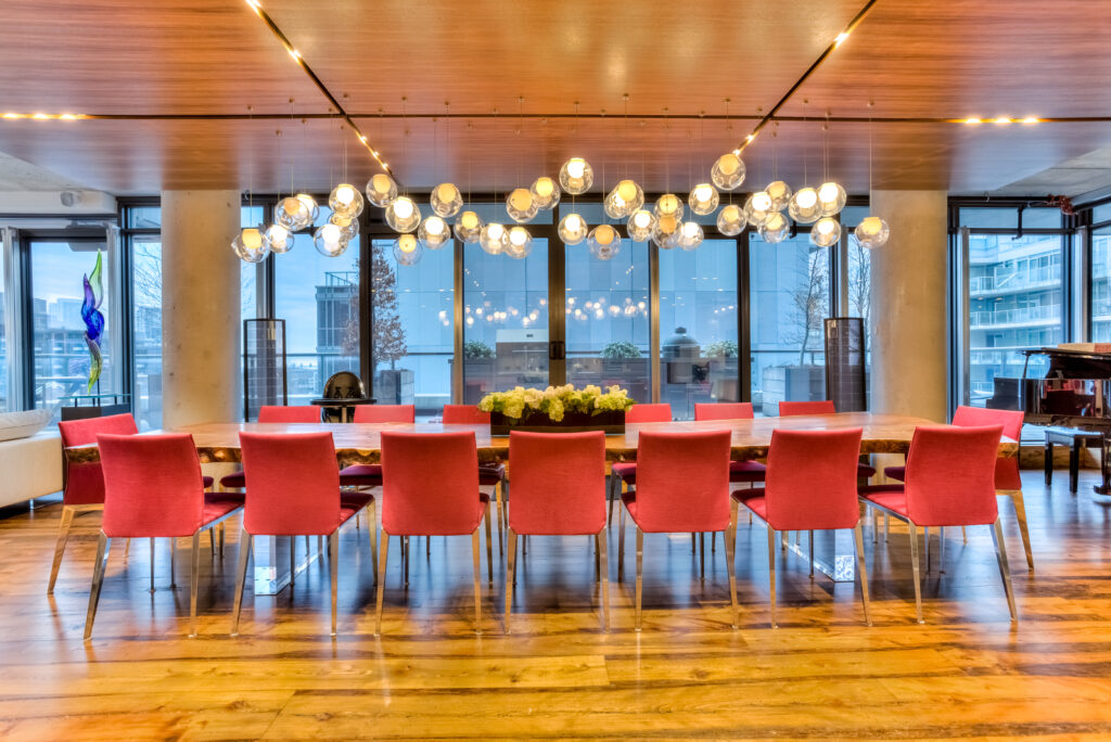 Dining room with custom lighting control