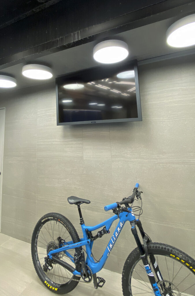 Shop with custom automated lighting control