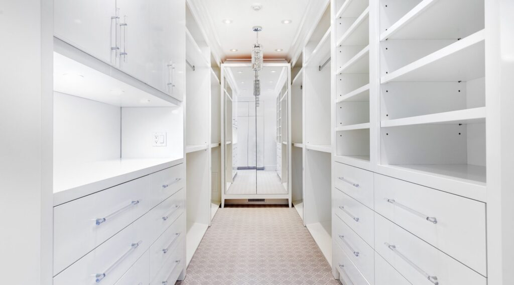 Walk-in closet with automated lighting control