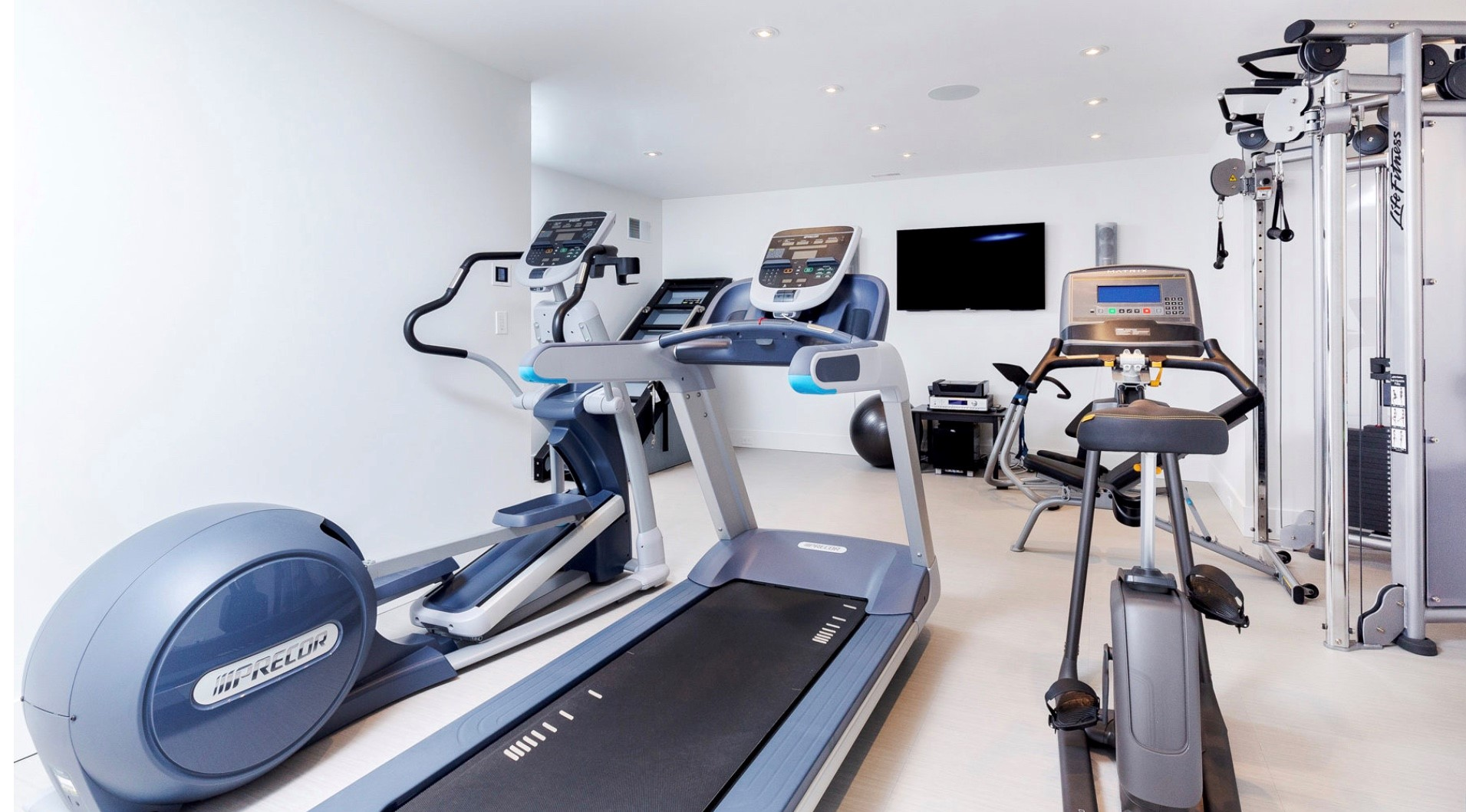 Home gym with audio video distribution
