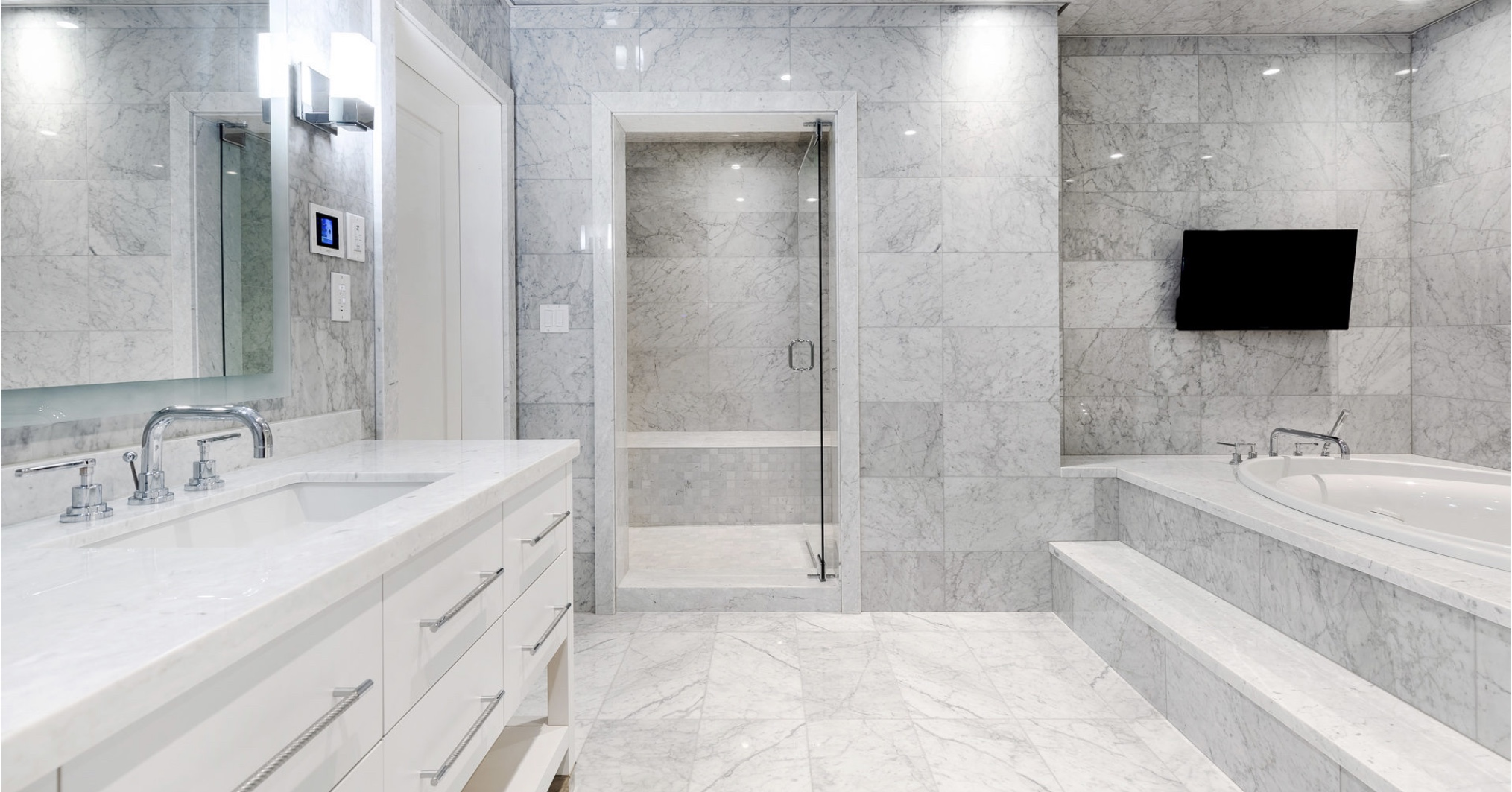 Bathroom with custom automated lighting