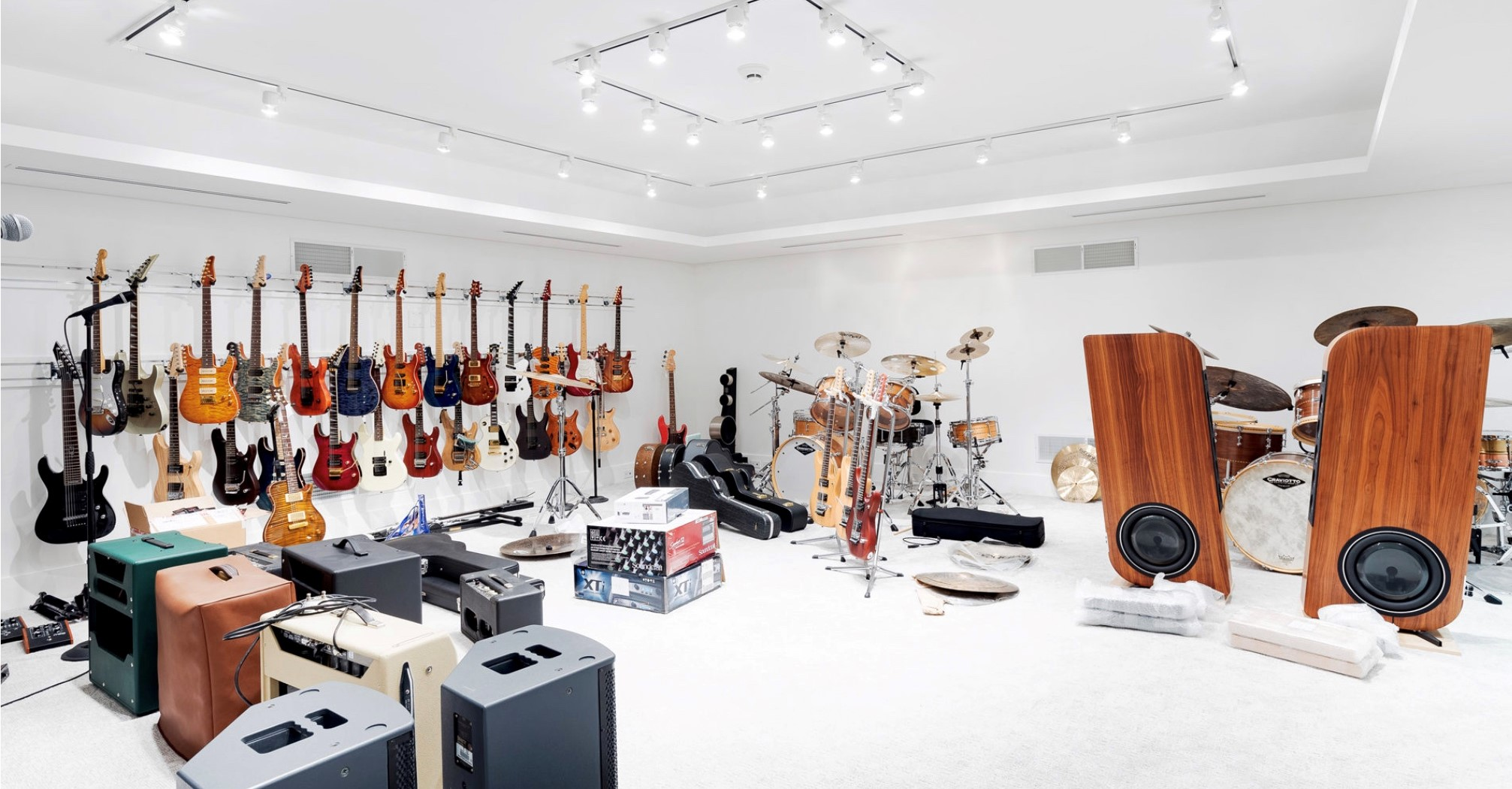 Music room with custom lighting control