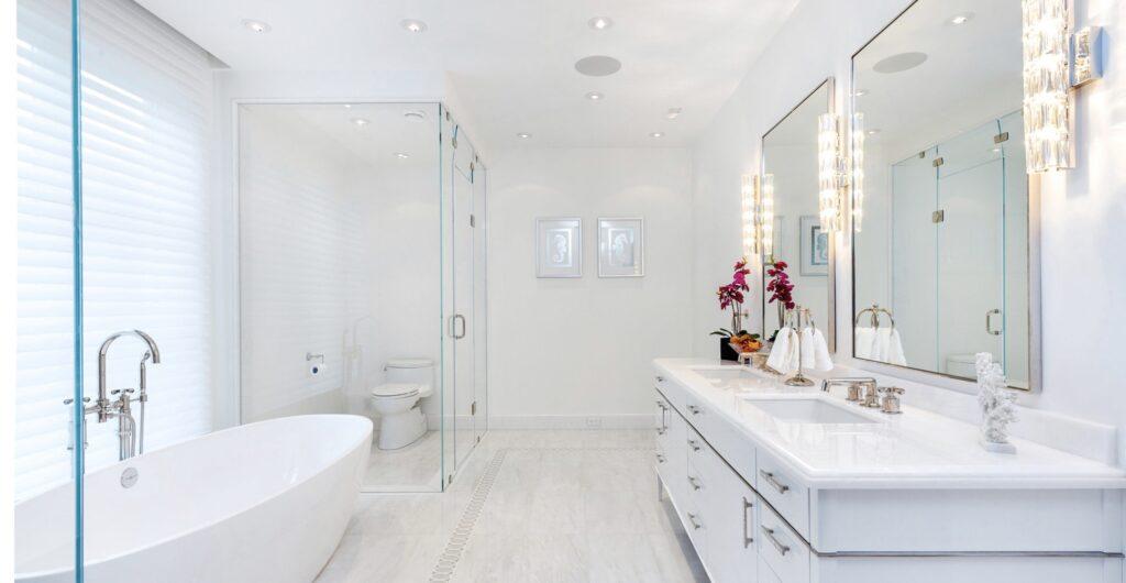 Bathroom with pot lights