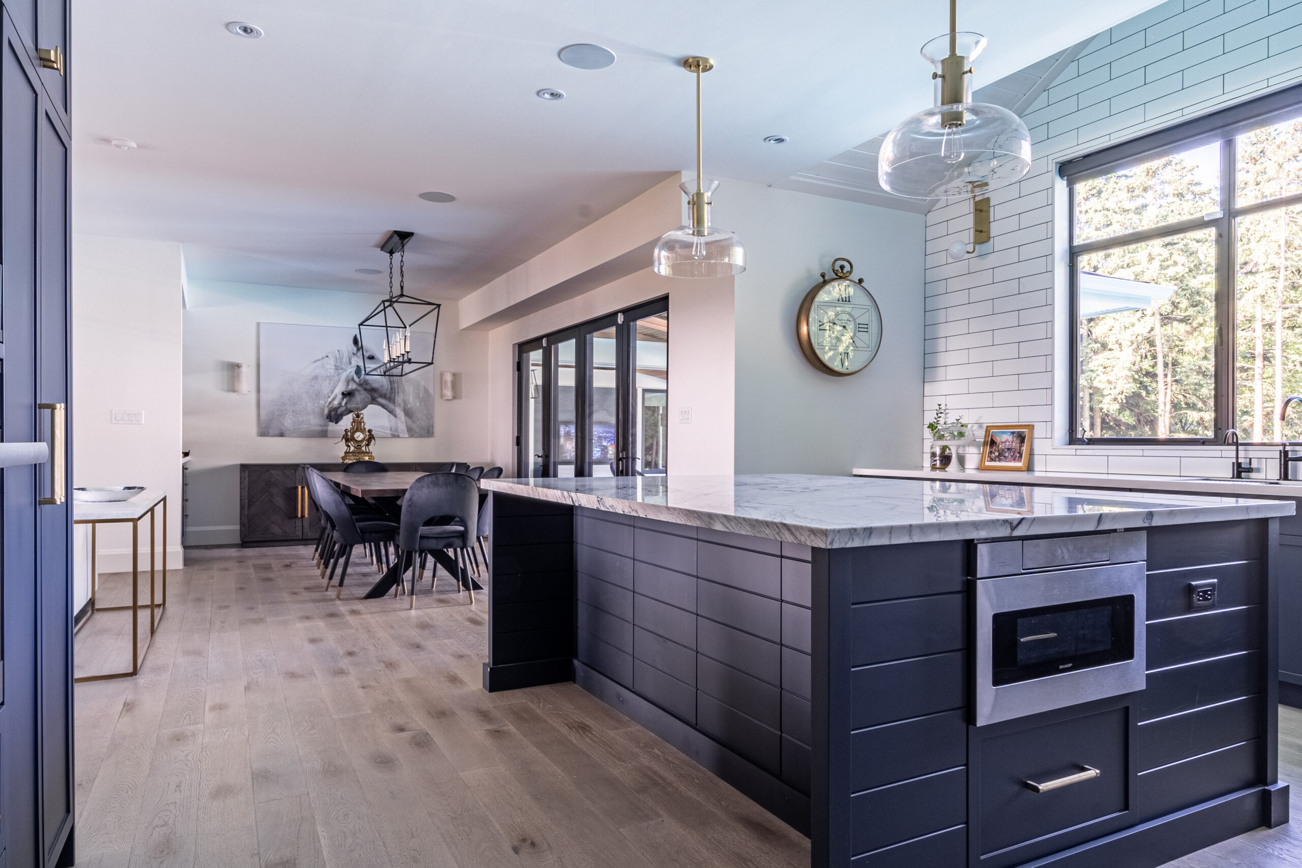 Kitchen with automated lighting control